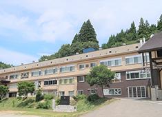 株式会社七ヶ宿くらし研究所 廃校となった学校をリフォーム。七ヶ宿をまるごと楽しんで頂く拠点として、美味しい食事とサービスで喜んで頂きましょう。