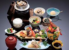 日本料理花はん/株式会社五葉商事 季節により、様々な高級食材も扱うことができますので、料理人として貴重な経験が積める環境です。