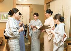 日本料理 花はん/株式会社 五葉商事 求人 幅広い年代が多く活躍中。伸び伸びと学び働く事ができ定着率も抜群です。飲食経験者の方、ぜひ当店で力を発揮しませんか?