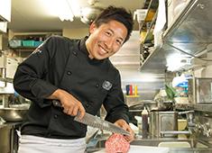 株式会社 トラクシィ/「米沢牛焼肉 仔虎(kotora)」 求人 部位ごとにカットの厚みや形を工夫し、一番美味しい状態を見極めて提供しています!